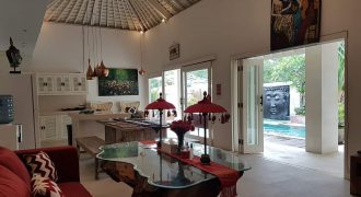 4-bedroom Villa Emerson in Canggu