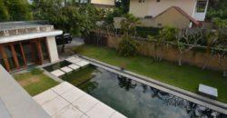 Villa Collins in Petitenget – AY769