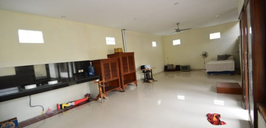 House Devine in Berawa – AR607